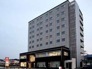 JR福知山駅にもコンビニにも徒歩1分!140cm幅のワイドなサイズのベッド完備