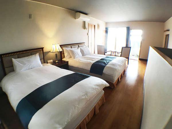セミダブルとワイドダブルのベッドルーム