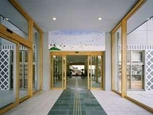 玄関にある風防室 漆喰鏝絵で鶴が描かれています