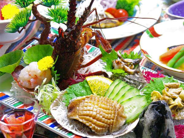 *伊勢海老、サザエ、あわびを満喫する夕食一例。駿河湾の海の幸をご堪能下さい。