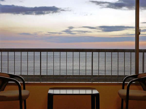 *お部屋からの眺め一例。静かな駿河湾と大きな空をお愉しみ下さい。