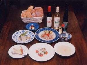 お料理はスープからアイスクリームまで、また朝食のパンも全部オーナー婦人手作りです。