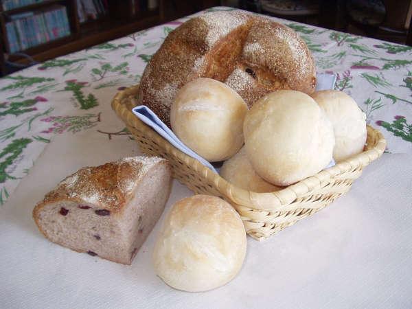 朝食にお出しするオーナー婦人手作りのパン