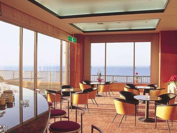 喫茶、海を眺めながらこだわりのコーヒーをどうぞ
