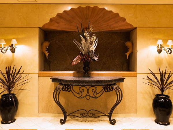 *館内の随所に光る洗練されたデザインが皆様をお出迎えします。