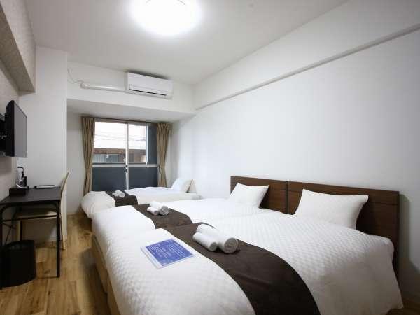 トリプルルームは、シングルベッド2台とソファーベッド1台をご用意しております。