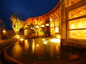 地下1,200mから湧き出る天然温泉。トロッとした美人の湯♪ご滞在中は何度でもご入浴OK!