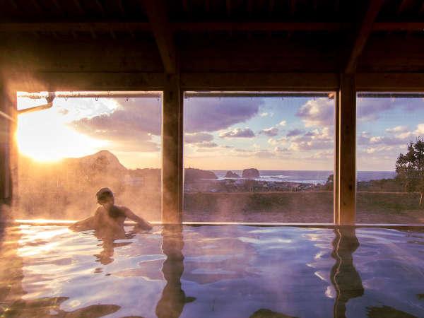 心も体も癒される自然豊かな温泉。日々の喧騒から離れ、ゆっくりした時間を体感してください。