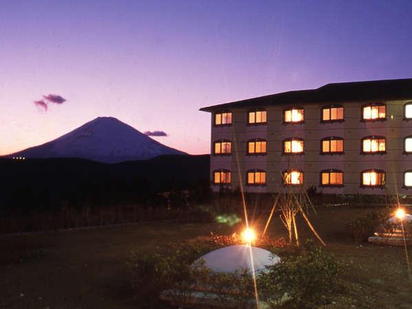 【箱根で富士山の見える宿】富士山パノラマビューが楽しめる中庭からの景観★露天風呂からも富士山の絶景を