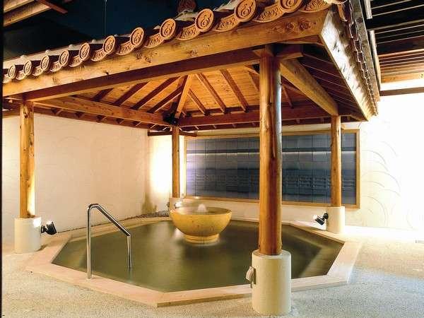 地下1400mからのこんこんと湧き出る湯を贅沢に使った天然温泉をお楽しみください。