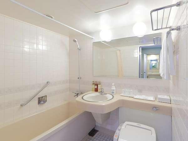 浴室(ツインルーム用)広めのバスタブでゆったりと湯に浸かる事が出来ます。