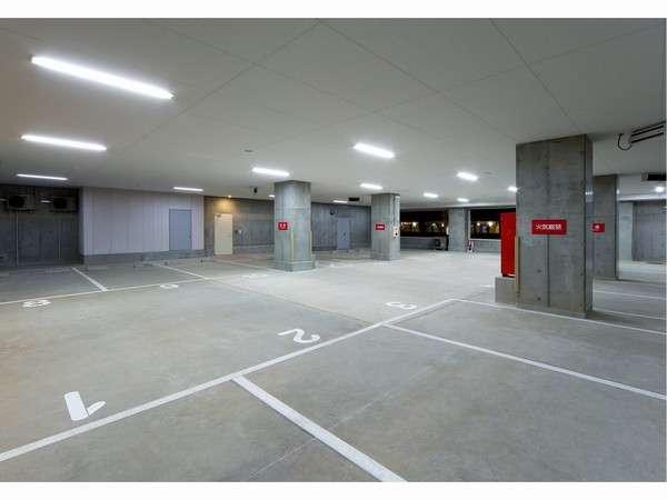1F 【完全予約制】屋内駐車場を完備。普通乗用車を最大13台駐車可能