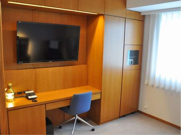 連泊に最適なコンフォートルームには50インチ型の大型TV!