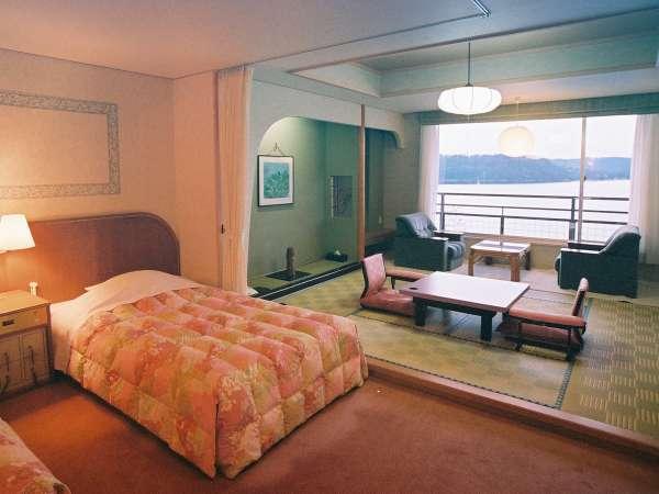 【本館/華の館/和洋室】湖側~和室10畳+洋室ツインの広々和洋室~