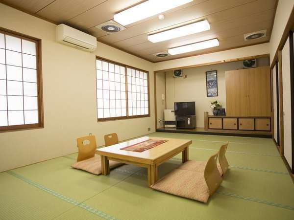 大人数でもOKな広々和室もあります。