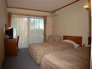 清潔感あふれる客室  ベッドはすべてセミW