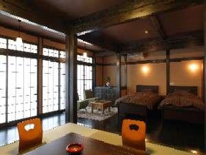 【部屋】和と洋が見事に融合した客室で寛ぎの時間を…/やはずの間