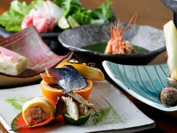 【夕食】オーナーが手掛ける創作料理は見た目にも美しく、素材の味を愉しめる/一例
