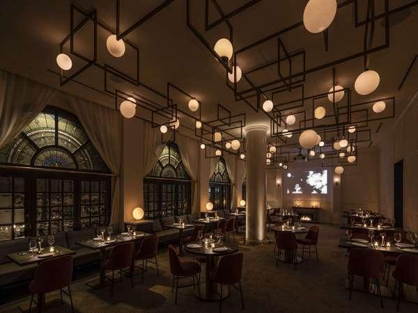 【THE BALLディナータイム】建物の歩んだ歴史と、現代的なデザインの織りなす幻想的な空間。