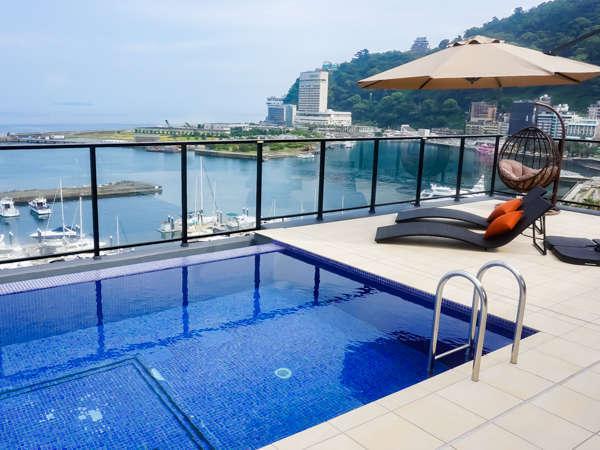 【プール】インフィニティプール 熱海の夜景も一望できます 7月4日(土)プールオープン!