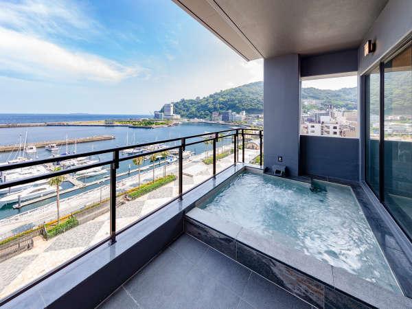 【露天風呂】大パノラマをお楽しみ頂ける開放的な露天風呂でお寛ぎください