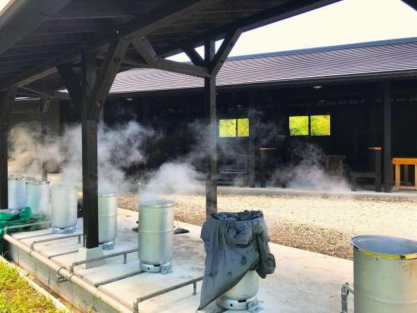 2018年春完成の蒸し工房。日帰り入浴&宿泊無料で利用可。食材を持ち込んで自由に蒸し体験をどうぞ♪