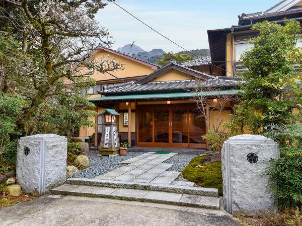 【*外観】昭和30年に建てられた木造建築です。