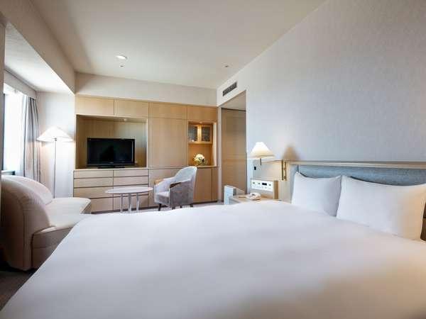 デラックスダブル(34㎡)ベッド幅は180cmのキングサイズ