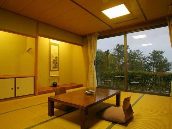 落ちつた雰囲気の和室でゆったりとお食事をお楽しみいただけます。
