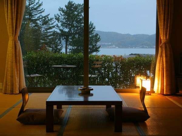 美しい、天橋立を望みながら癒しのひと時を過ごせます!夕食をお部屋で楽しむこともできます!