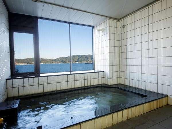 少し小さなお風呂ですが、景観は自慢です!日没前・早朝がオススメ!