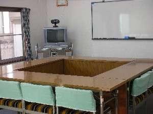 会議室。無線LANも対応しております