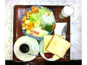 支配人手作りの栄養バランスのとれた朝食(500円)♪