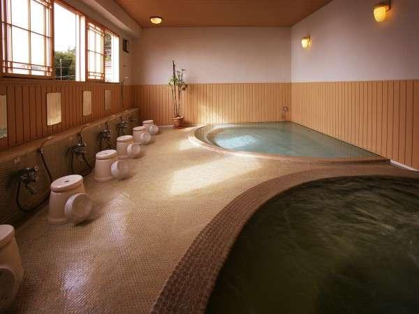 おとこ湯大浴場 手前は温泉立ち湯。
