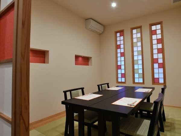 個室食事処《べんがら》。2021年新しくできた食事室です。*テーブル席(2名~4名)ご家族でごゆっくり♪