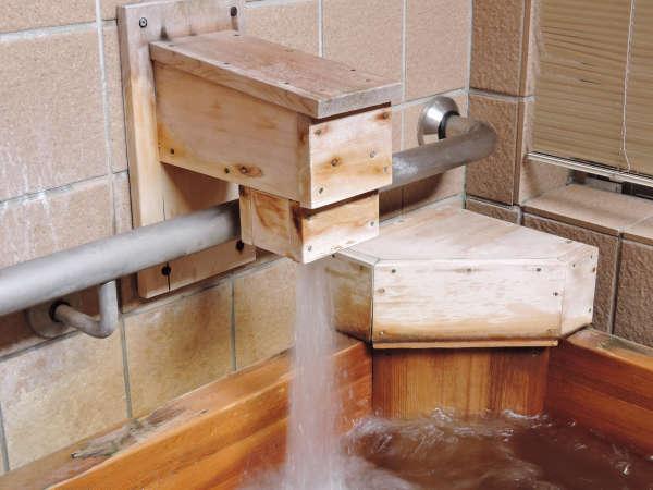 【客室檜風呂】時間を気にせずゆったりと桧の香りと温泉に癒されて下さい。