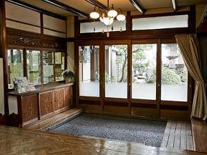 いらっしゃいませ。森川別館玄関