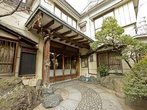 静かな本郷の住宅地の中にたたずむ、昭和レトロな宿