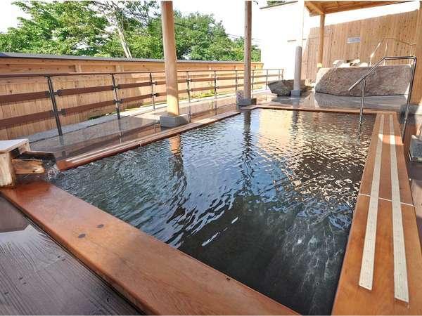 露天風呂 100%源泉掛け流し。毎週火曜日に男女のお風呂が入れ替わります。