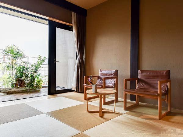 *【NISHI】畳用の低い椅子はお客様にも好評のお声をいただいております。