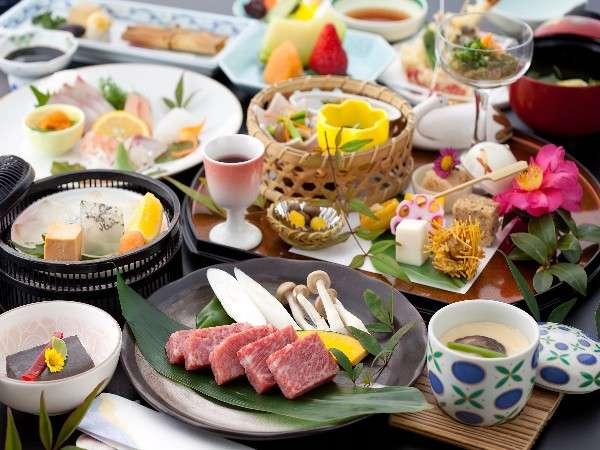 九州産黒毛和牛の陶板焼きがメインの会席。ボリュームも満点!/一例