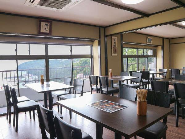 *食堂/真鶴港を一望できる明るい食堂