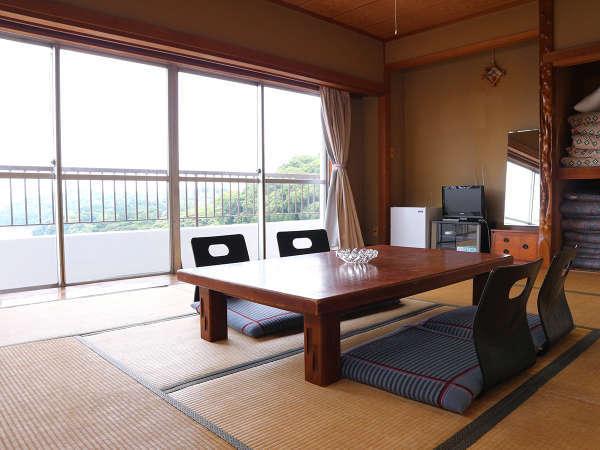 *和室10畳/海側のお部屋からは真鶴港が一望できます。