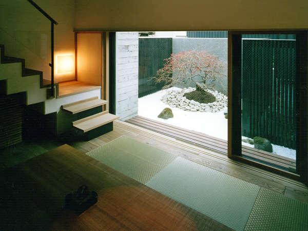 *【お部屋例】意匠を凝らした寛ぎの空間。19の客室はすべて趣の異なる設えをご用意しております。