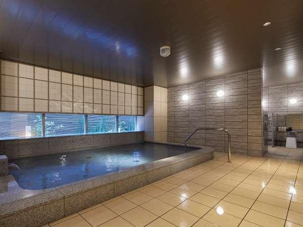 旅の疲れをリフレッシュできる広々とした大浴場。