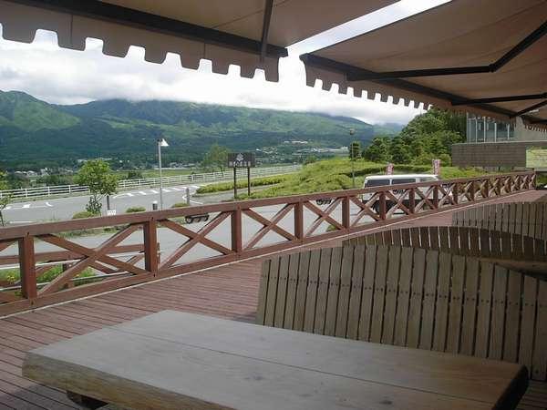 レストランからの眺め:ご夕食・ご朝食も雄大な景色を眺めながらお楽しいいただけます。