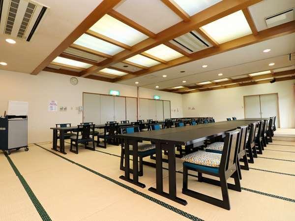 【宴会場】カラオケも完備しています。グループ旅行など団体様も皆様でお食事をお愉しみください。