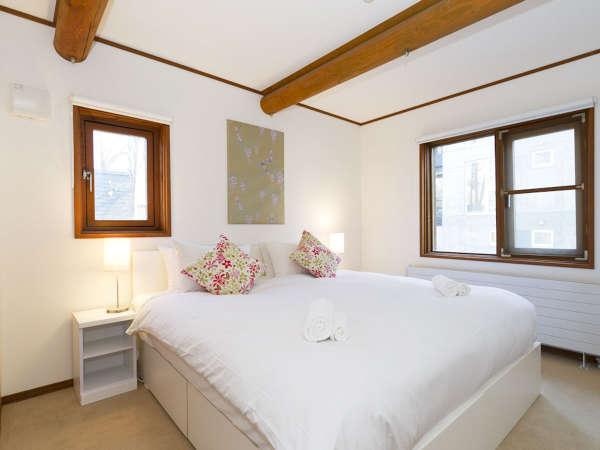 *室内一例/ツインまたはダブルベッドの寝室。