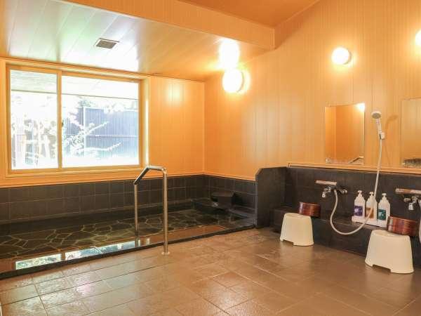 *【大浴場】露天風呂はございませんが、窓からホタルマッピングがお楽しみいただけます♪