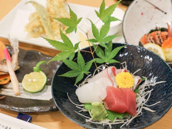 *【夕食一例】見た目にも華やかな素材にこだわったお料理。